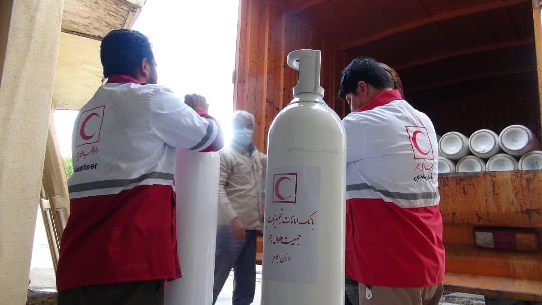 واگذاری ۳۰ کپسول اکسیژن از بانک امانات پزشکی هلال احمر استان جهت استفاده بیماران کرونایی به نقاهتگاه سپاه امیرالمومنین (ع) استان